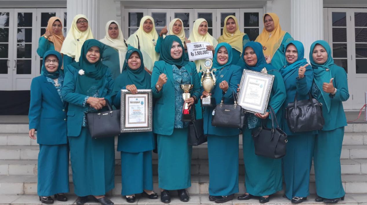 juara 1 HATINYA PKK dan Harapan II UP2K Tingkat Provinsi Sumatera Barat